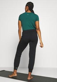 Sweaty Betty - GARY  YOGA TROUSER - Pantalones deportivos - black - 2
