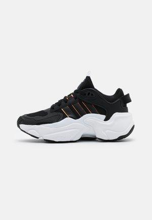MAGMUR RUNNER SPORTS INSPIRED SHOES - Tenisky - core black/footwear white