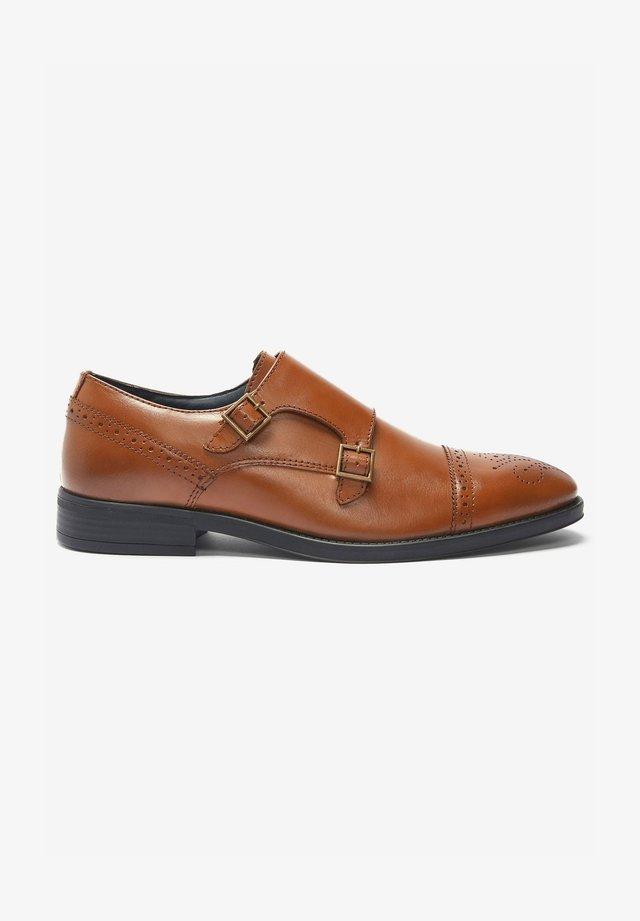 Elegantní nazouvací boty - tan