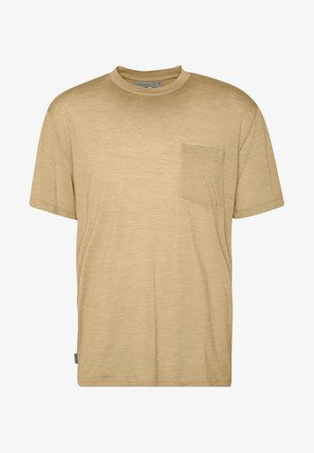 NATURE DYE DRAYDEN POCKET CREWE - Basic T-shirt - almond