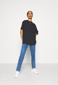 Nike Sportswear - Print T-shirt - black/white - 1