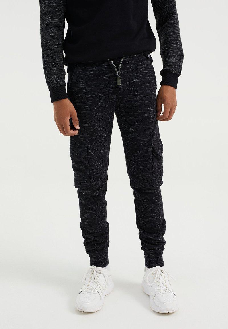 WE Fashion - Cargo trousers - black