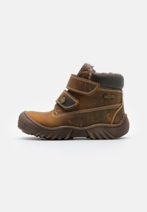 GTX UNISEX - Winter boots - cognac
