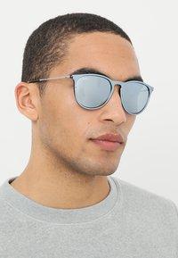 Ray-Ban - 0RB4171 ERIKA - Okulary przeciwsłoneczne - green mirror/silver-coloured - 1