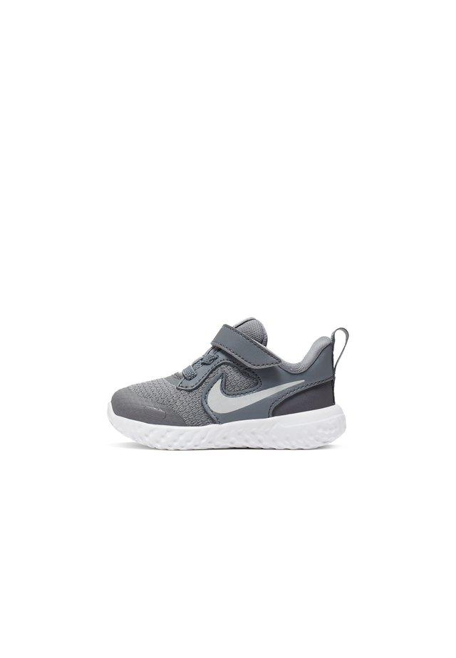 REVOLUTION 5 UNISEX - Neutral running shoes - cool grey/dark grey/pure platinum
