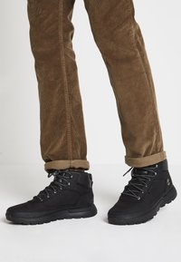 Timberland - FIELD TREKKER MID - Lace-up ankle boots - black - 0