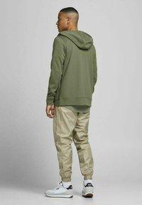 Jack & Jones - Zip-up sweatshirt - deep lichen green - 2
