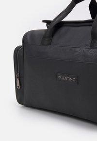 Valentino Bags - ALEX TRAVEL BAG - Weekendbag - nero - 3