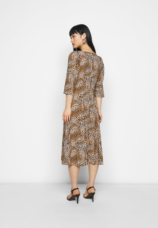 ANIMAL SQUARE NECK MIDI DRESS - Korte jurk - brown