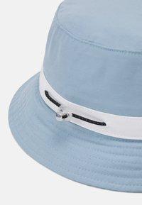 Levi's® - SEASONAL BUCKET HAT UNISEX - Hat - pale blue - 2