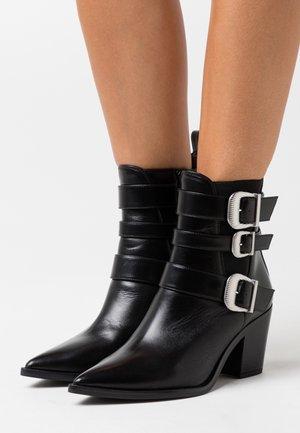 MARCHA - Kovbojské/motorkářské boty - black