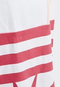 adidas Originals - LARGE TREFOIL T-SHIRT - T-shirt imprimé - pink - 5
