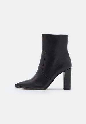 NEGOTIATE - Korte laarzen - black