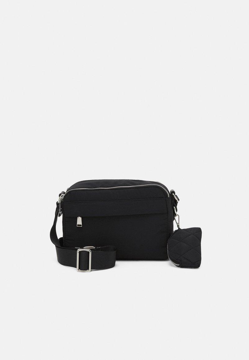 PARFOIS - CROSSBODY BAG M - Across body bag - black