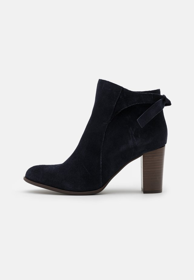 AULIQUE - Ankle boot - marine