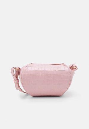 COCONUT - Taška spříčným popruhem - rosa