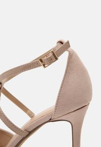 Dorothy Perkins Wide Fit - WIDE FIT DAINTY COURT - Escarpins - nude - 7