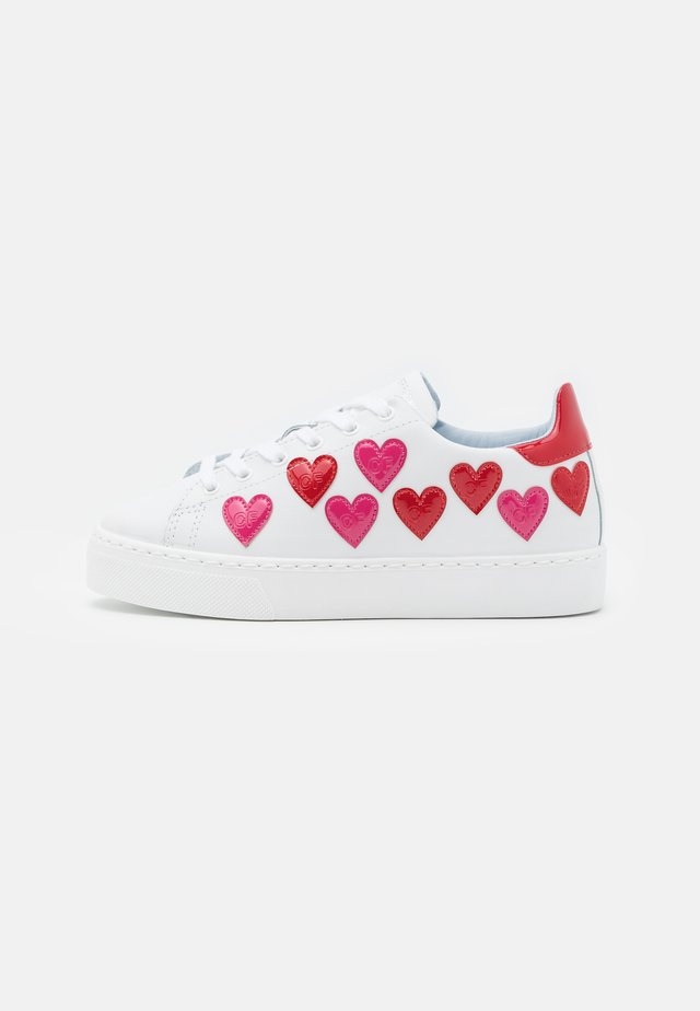 Sneakers laag - bianco/rosso-fuxia