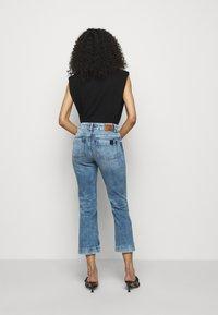 DRYKORN - SPEAK - Flared Jeans - blau - 2