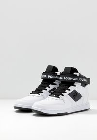 DC Shoes - PENSFORD SE - Skateboardové boty - white/black - 2