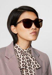 Gucci - Lunettes de soleil - brown - 1