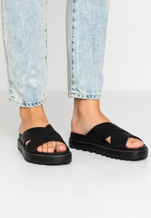 ROAMING™ CRISS CROSS SLIDE - Mules - black