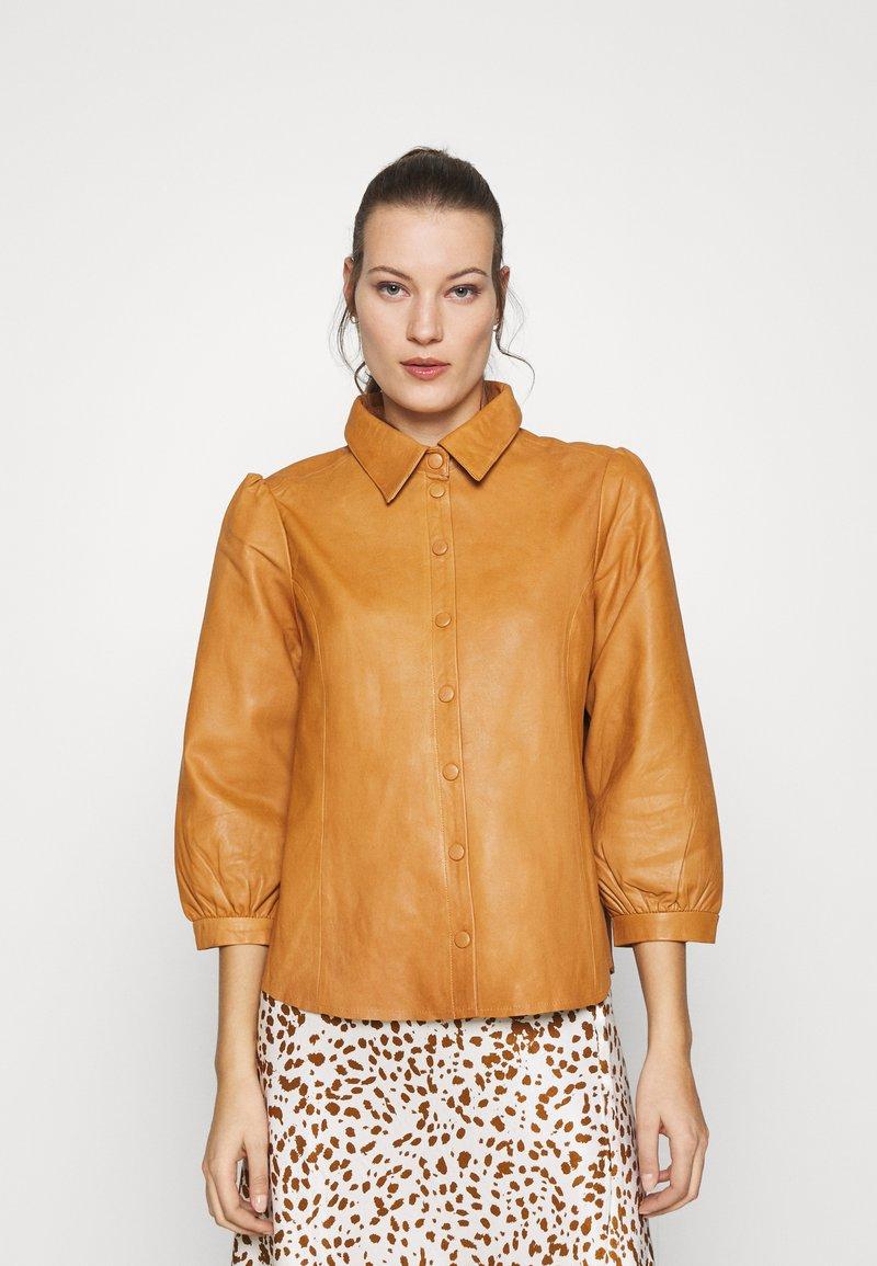 Saint Tropez - EMBER - Button-down blouse - meerkat