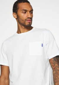Scotch & Soda - Basic T-shirt - off white - 3