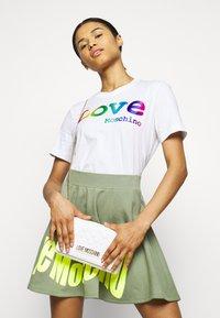 Love Moschino - Print T-shirt - optical white - 4