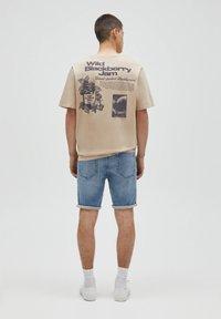 PULL&BEAR - Denim shorts - mottled blue - 2