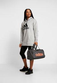 adidas Performance - ESSENTIALS LINEAR SPORT DUFFEL BAG UNISEX - Sportväska - grey six/black/silver grey core - 1