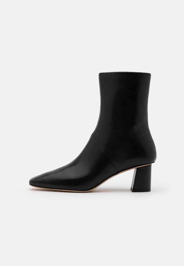 TESS SQUARE TOE BOOT - Korte laarzen - black