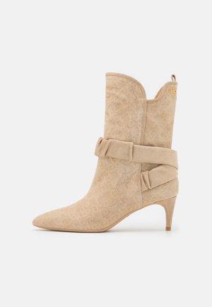 KATIA BOOT  - Støvler - camel
