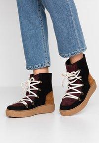 Victoria Shoes - UTOPÍA APRESKI VALENTIN - Kotníkové boty na platformě -  black - 0