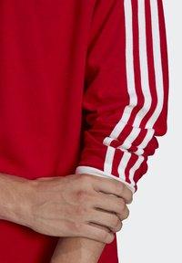 adidas Originals - ADICOLOR CLASSICS TEE UNISEX - Pitkähihainen paita - scarlet - 5