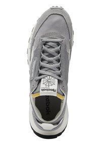 Reebok Classic - CLASSIC LEGACY UNISEX - Trainers - mgh solid grey/pure grey/chalk - 7