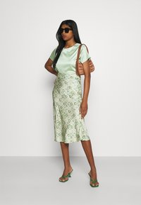 Never Fully Dressed - MARBLE PRINT SLIP SKIRT - Pencil skirt - green