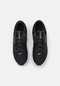 Nike Performance - AIR MAX BELLA TR 4 - Kuntoilukengät - black/white/dark smoke grey/iron grey - 3