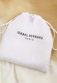 Isabel Bernard - Axelremsväska - schwarz - 7