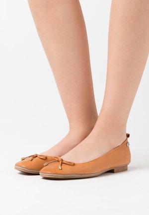 SARITA - Ballet pumps - cue