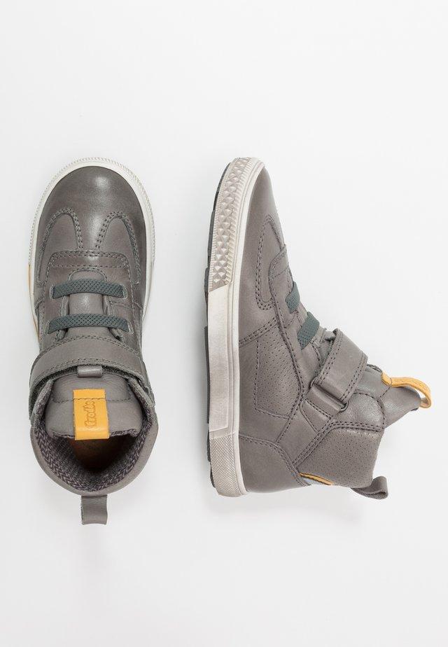 STRIKE MEDIUM FIT - Sneakers hoog - grey