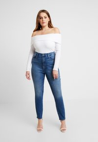 Good American - FOLD OVER OFF SHOULDER - T-shirt à manches longues - white - 5