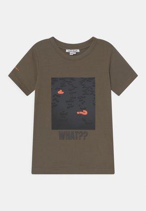 OMAR TEE - T-shirt print - grape leaf