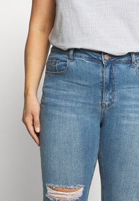 Lost Ink Plus - IN CADET WASH WITH RIPS - Jeans Skinny Fit - light denim - 5
