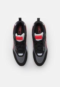 Puma - MIRAGE MOX TECH VEGAN UNISEX - Baskets basses - black/high risk red - 3