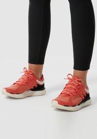 The North Face - VECTIV ESCAPE FUTURELIGHT - Mountain shoes - ember glow orng/gardeniawht - 0