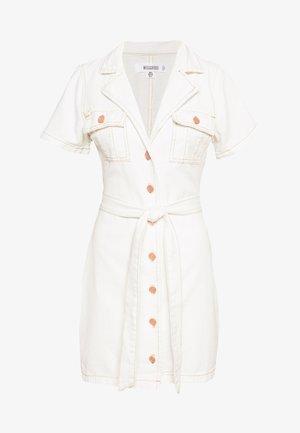 CONTRAST STITCH SELF BELT DRESS - Dongerikjole - white