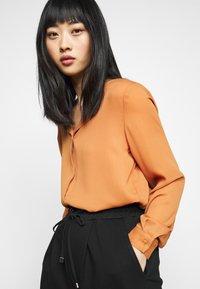 VILA PETITE - VILUCY SHIRT - Button-down blouse - adobe - 3
