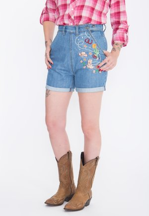 MIT STICKEREIEN  - Denim shorts - hellblau
