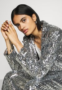 NA-KD - OVERSIZED SEQUIN - Short coat - silver - 3